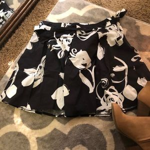 Candie's Black and White Floral Skirt NWOT